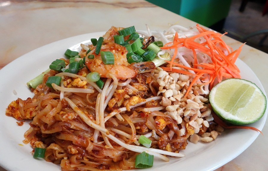 Sweet and spicy pad thai