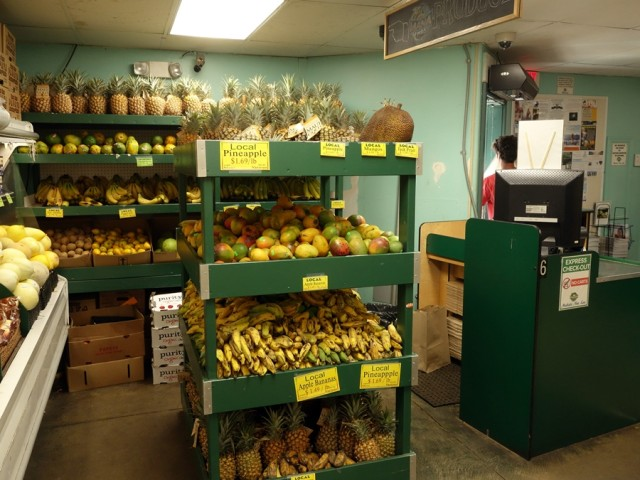 Fresh fruit at Mana Foods