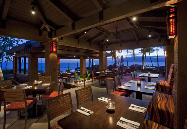 The dining scene at Japengo (photo courtesy of the Hyatt Regency Maui Resort and Spa)